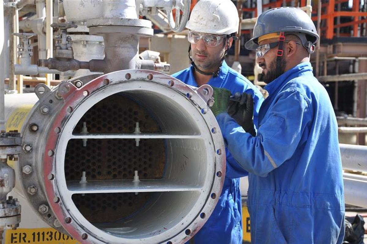 Overhauls of refining units #2 of Isfahan Oil Refinery kicked off