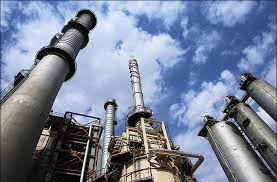 Iran Oil Ministry challenges to build up refining capacity (Analysis)
